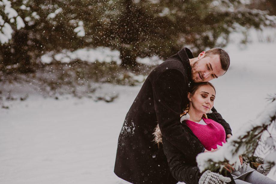 sesja ciążowa w plenerze zimą warszawa